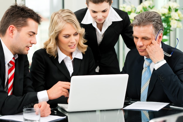 Reunião de equipe de negócios no escritório