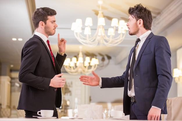 Reunião de negócios durante a hora do café.