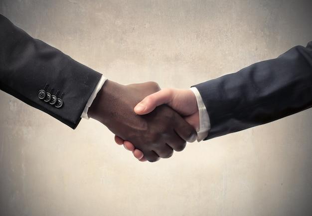 Reunião de negócios e handshaking