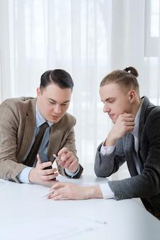 Reunião de negócios no espaço de trabalho do escritório. pessoas se comunicando