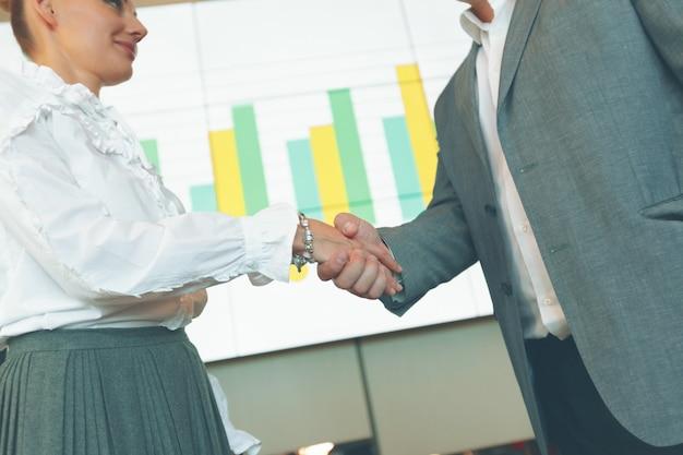 Reunião de parceria de negócios.