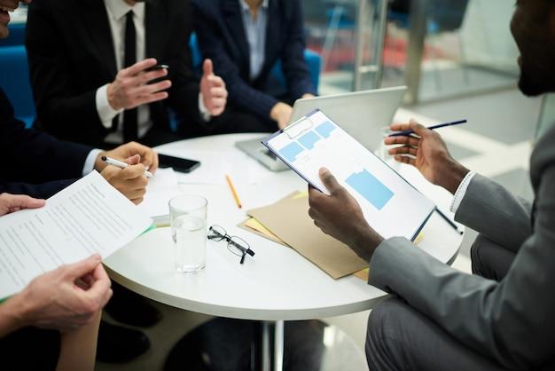 Reunião em segundo plano do escritório