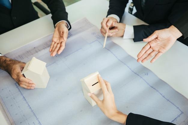 Reuniões de equipe e reuniões com parceiros de negócios