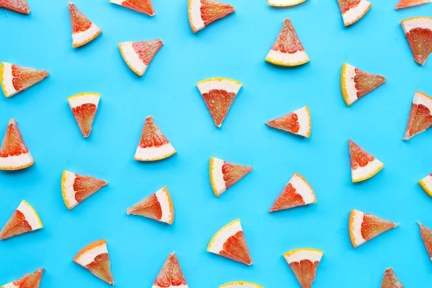 Rico em vitamina c. fatias de toranja suculentas