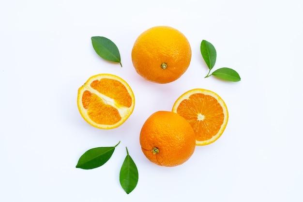 Rico em vitamina c suculento e doce fruta de laranja fresca