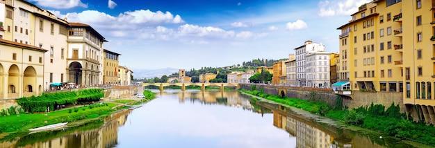 Rio arno em florença (firenze), toscana, itália. panorama