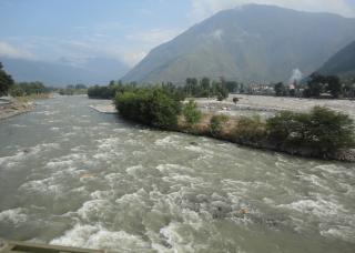 Rio fluxo de água