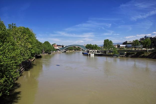 Rio kura na cidade de tbilisi, geórgia