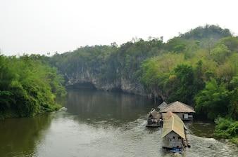 Rio Kwa rafting, Kanchanaburi, Tailândia