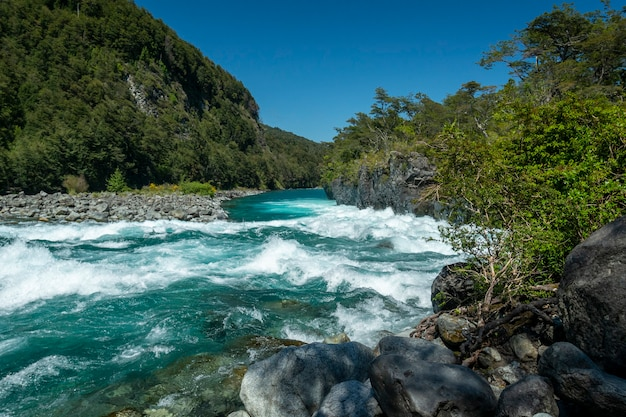 Rio petrohue puerto varas llanquihue província los lagos chile patagônia chilena