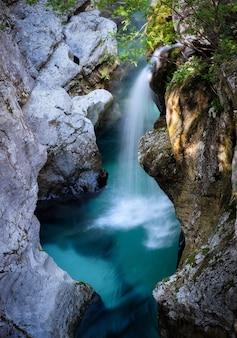 Rio soca, eslovênia, alpes julianos