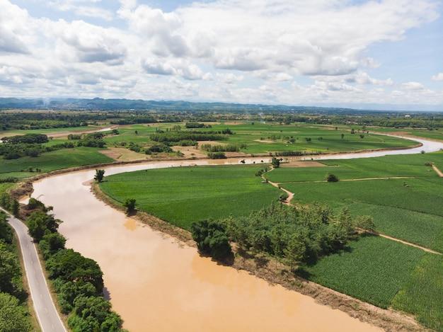 Rio yom na província de phrae, norte da tailândia