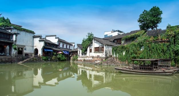 Rios e casas antigas em cidades antigas da província de zhejiang