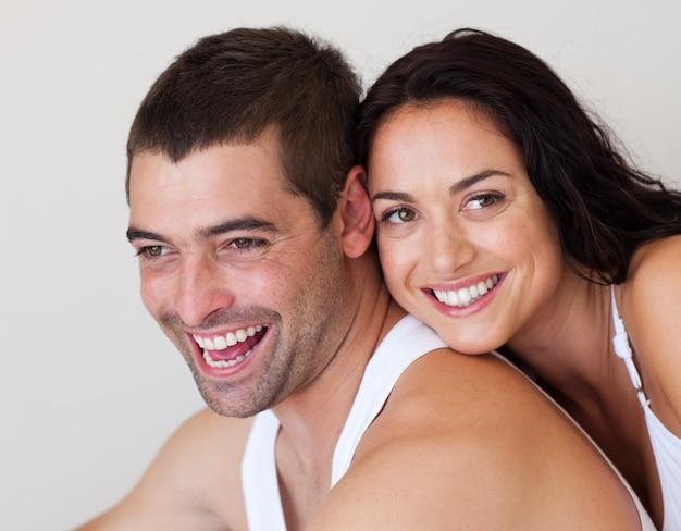 Rir homem com sua namorada