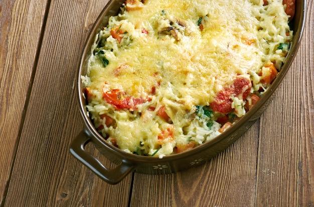 Riso gratinato alle verdure - caçarola de arroz, legumes, queijo e cogumelos. cozinha italiana