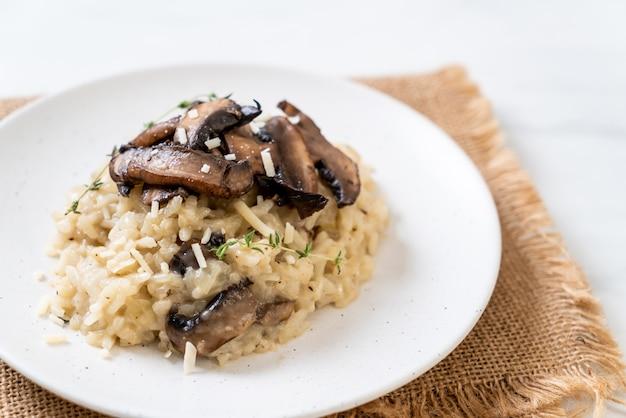 Risoto com cogumelos e queijo