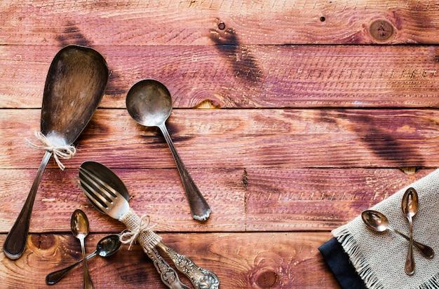 Risoto com legumes, em fundo de madeira