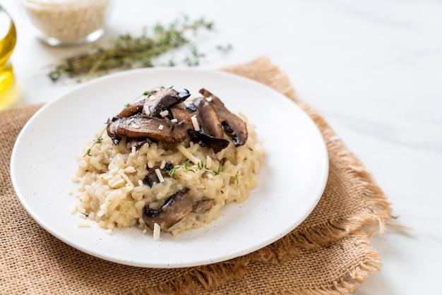 Risotto com cogumelos e queijo