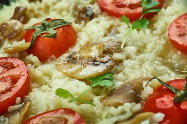 Risotto pizza, os italianos cozinham arroz para crianças de todas as idades.
