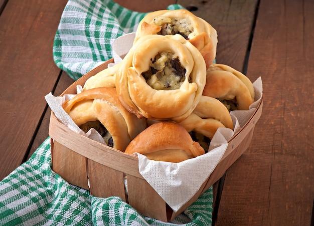 Rissóis com batatas e cogumelos