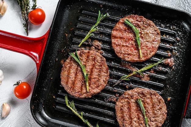 Rissóis de carne moída grelhada