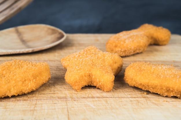 Rissóis de torta de pescada com formas para crianças