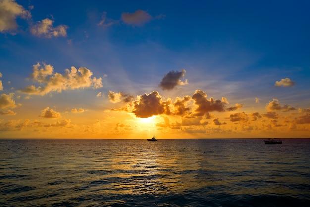 Riviera maya praia do nascer do sol no méxico