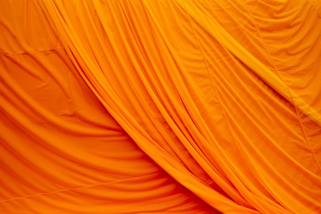Robe de tecido amarelo monge