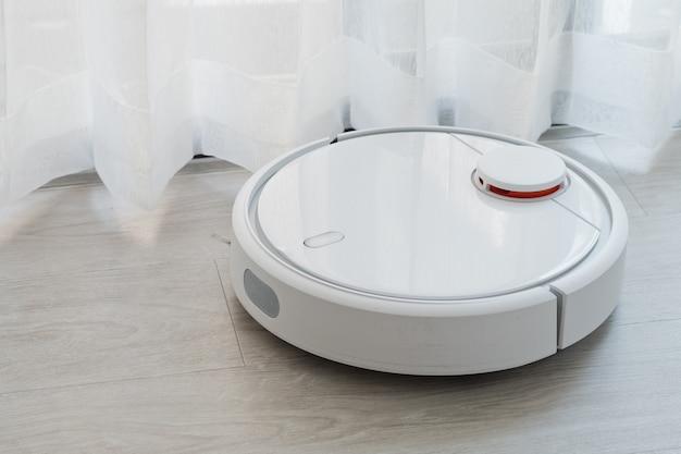 Robô de limpeza, aspirador de pó no chão