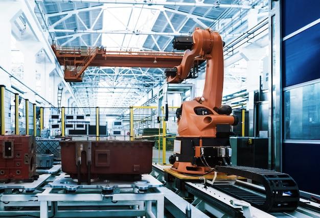 Robôs de soldagem industriais na fábrica do fabricante de linha de produção