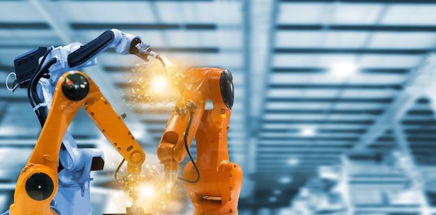 Robôs e braços mecânicos em plantas industriais a tecnologia