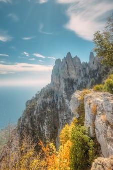 Rocha de ay petri perto da cidade de yalta