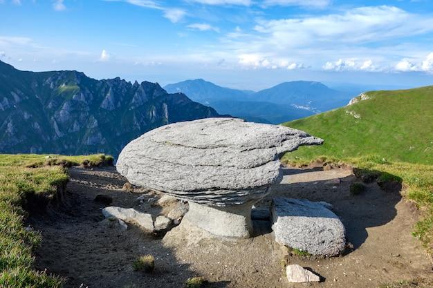 Rochas das montanhas bucegi na roménia