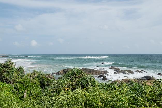 Rochas na costa do oceano índico, galle, sri lanka