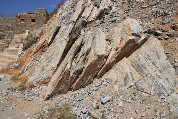 Rochas na vila histórica de al ain, arábia saudita