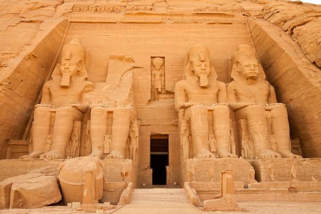 Rock temple of ramses ii em abu simbel, um patrimônio mundial da unesco, egito