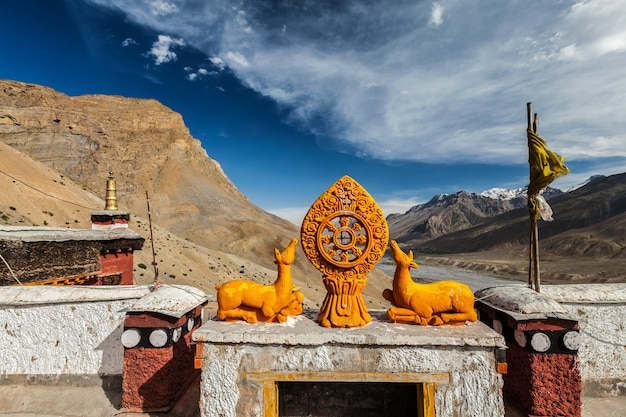 Roda da vida dharmachakra no mosteiro budista gompa tibetano chave spiti valley himachal pradesh índia