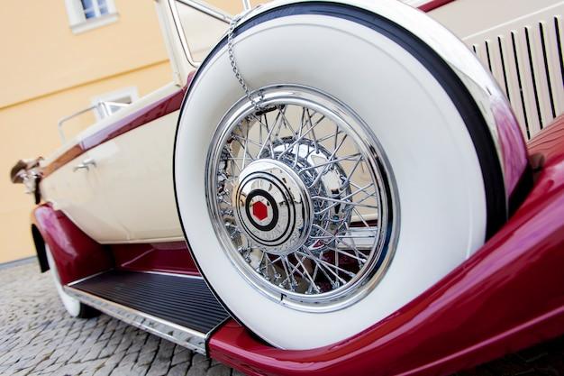 Roda de carro antigo