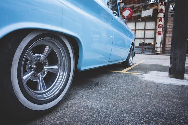Roda de foco seletivo vintage carro clássico dos eua de carro