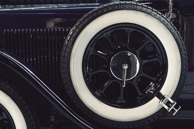 Roda de reposição do carro retrô clássico