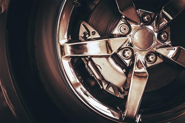 Roda do carro cromado