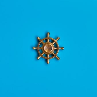 Roda do navio em azul. símbolo de gestão e liderança.