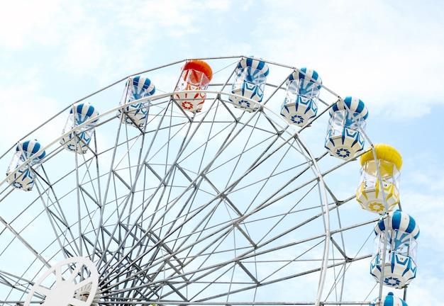 Roda-gigante colorida