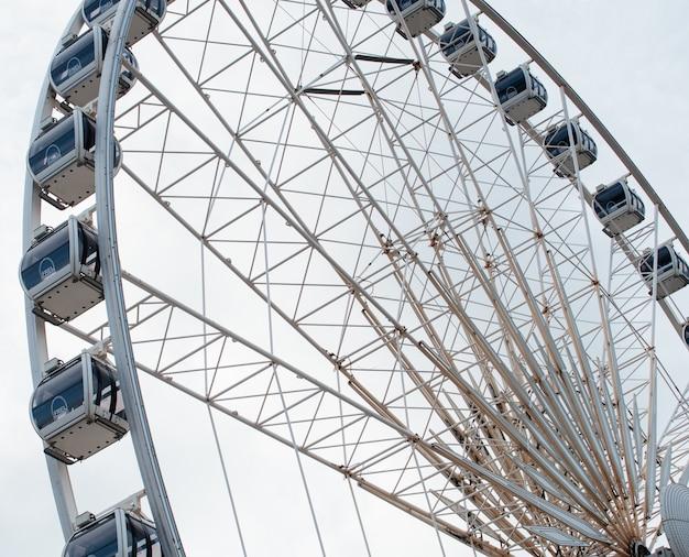 Roda-gigante de recinto de diversão em liverpool