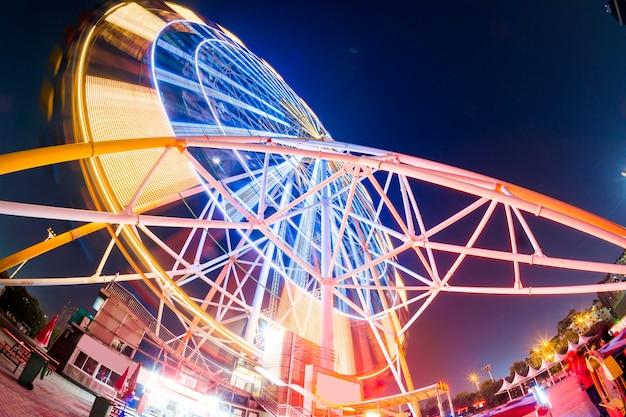 Roda gigante, em, parque divertimento