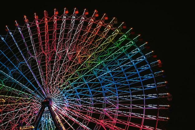 Roda gigante tempozan localizada em osaka japão ao lado do aquário de osaka kaiyukan