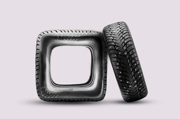 Roda quadrada de pneu errado ou danificado pneu danificado falso um engraçado isolar há um pneu sólido cravejado de ...