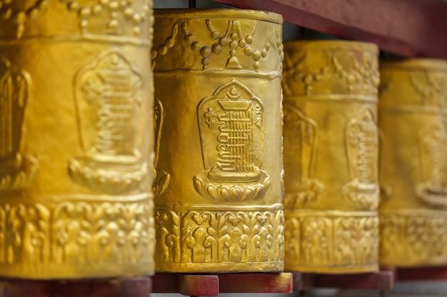 Rodas de oração no mosteiro de tabo. tabo, spiti valley, himachal pradesh, índia