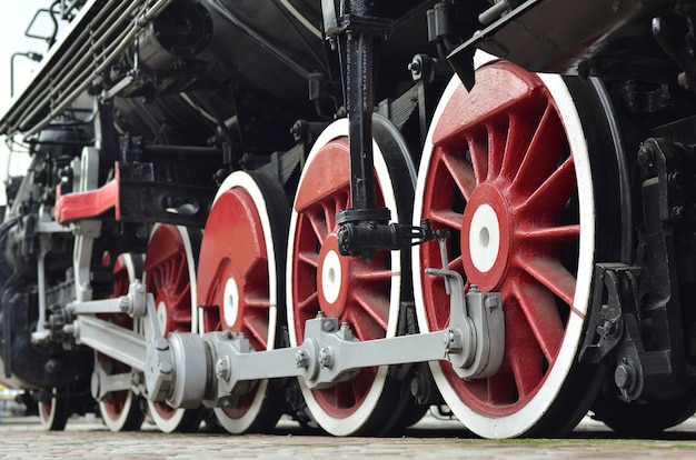 Rodas vermelhas de trem a vapor