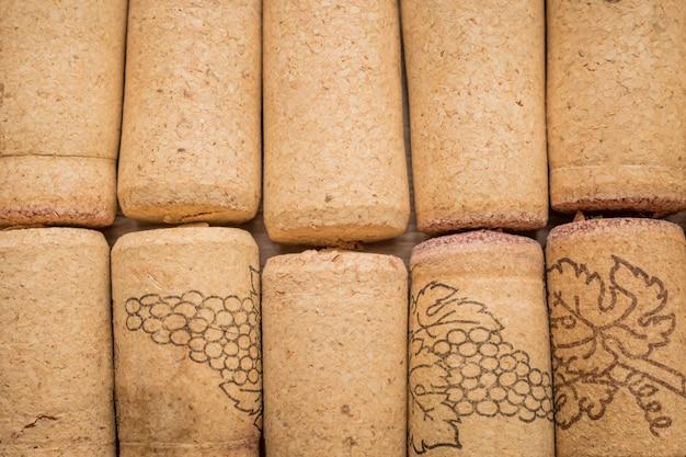Rolhas de videira usadas. feche acima das rolhas de garrafa